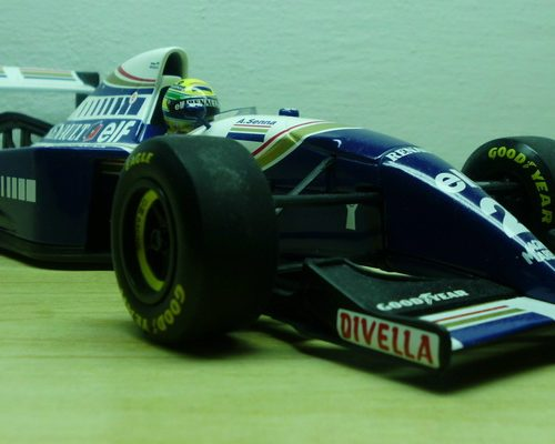 williams_renault_fw16_800x400_02